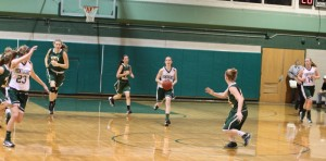 Kelsi McNamara (13 points) about to pass to a breaking McKenna Kilian (14 points)