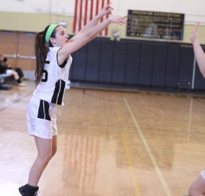 Kelly Mahoney (10 points) fires from the corner