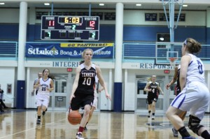 Allison Chadburn (12 points) on the break
