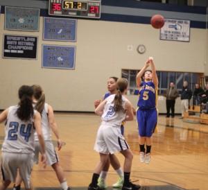 Jasmine Lemus (8 points) takes a shot