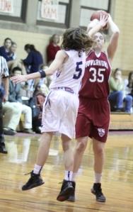 Kat Fogarty shoots over Kate Kerrigan (14 points)
