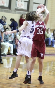 Kat Fogarty shoots over Kate Kerrigan (14 points)