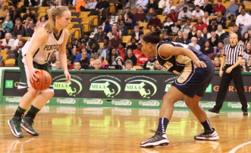 Coley Viselli faces defender Alana Gilmer