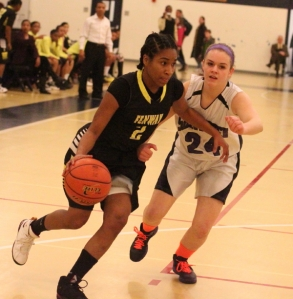 Tajaynay Veiga drives past Emily Knoops