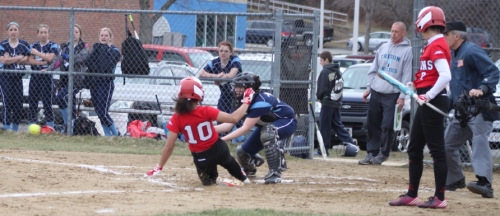 Amanda Boswell slides home safely