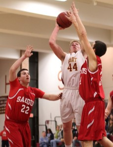 Dillon Guthro (13 points) shoots over Mike Lichwala