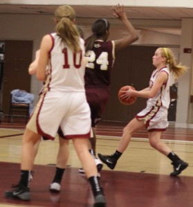 Samnell Vonleh ready to block Abbie Bresnahan in the last minute