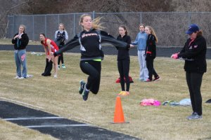 Michaela Hedderman long jumps