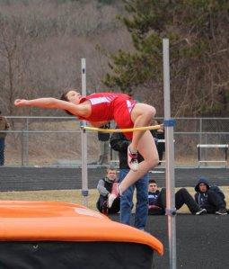Isabel Prussman high jumps