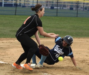 Casey Ross get 3B as Carly Coughlin reaches for the ball