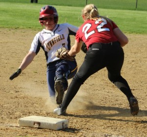 Autumn Kligerman tags Malia Roberto to end the 7th inning
