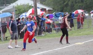 Teagan Trant (3 hits) scored on the Anna Sessa two-run homer