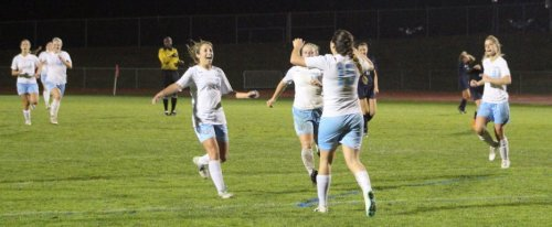 Ciera Berthiaume congratulated after goal that put Windham in front 3-2