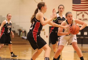 Katie King (#10) looks to pass