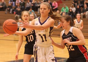 Sophomore Kayla Reed (#11) added fourteen points for the Pirates