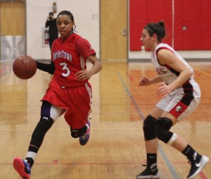 Maddie Napoli guards Rae Miles-Willis