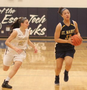 Olivia Nazaire (15 points) chased by Jaxson Nadeau