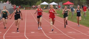 Geena Gangi (Masco), Carolina Ivanov (Ipswich), Brooke Taylor (Amesbury) - 200 meters