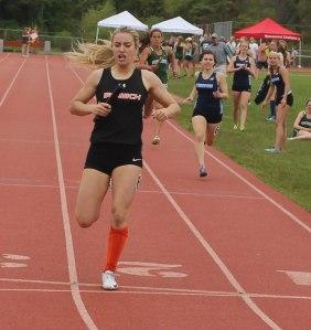 Amanda Recupero ((pswich), Sarah Maggiacomo (Triton) - 4X400 relay