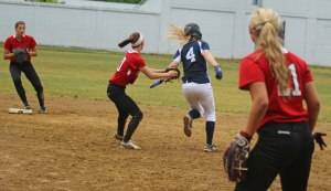 Lauren Fedorchak starts a game-ending double play