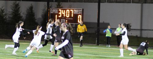 Clippers celebrate Margaret Cote's goal