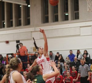 Maddie Napoli (13 ponts) floats in the lane